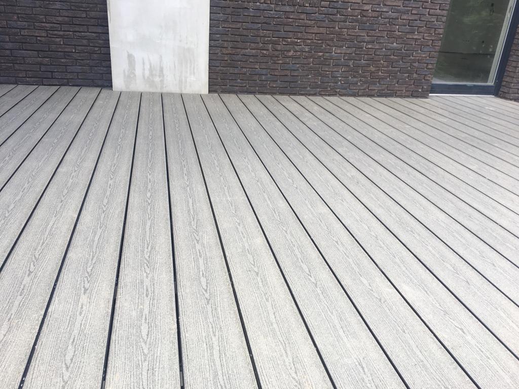 Pilkos terasinės lentos